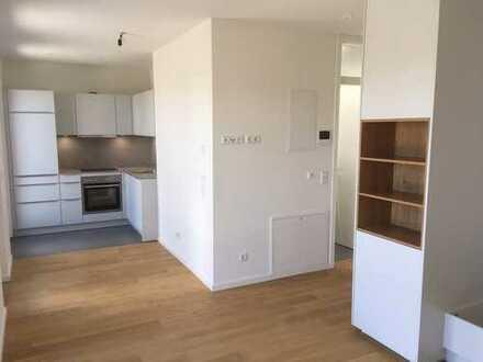 Top 1-Zimmer-Penthouse-Wohnung mit sonniger Dachterrasse in Moosach, München