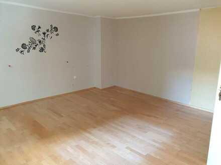 Eigenes Haus mit 3 Zimmern im Ortskern von Oberrad zu vermieten