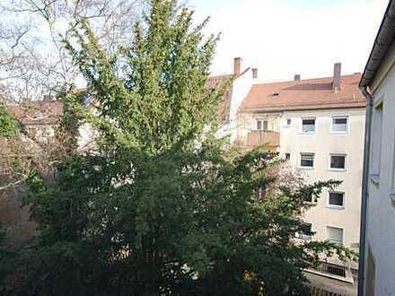 Einziehen und Wohlfühlen! Lichtdurchflutete 2 Zimmer Wohnung Nähe Stadtpark mit Balkon
