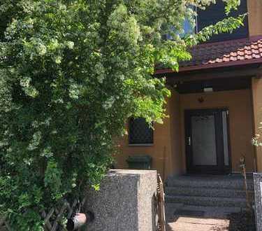 Schönes Haus mit sieben Zimmern in Erlangen-Höchstadt (Kreis), Heßdorf