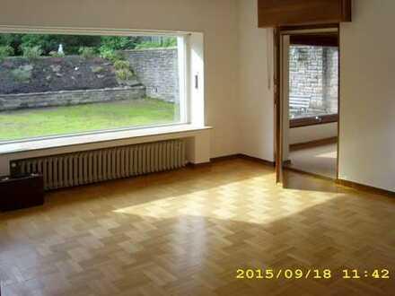Wunderschöne, villenähnliche Doppelhaushälfte in Anliegerstraße, Mehrgenerationenhaus.