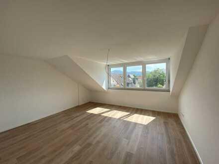 Neubau 4 Zi.- DG- Wohnung mit großem Balkon in ruhiger Wohnlage