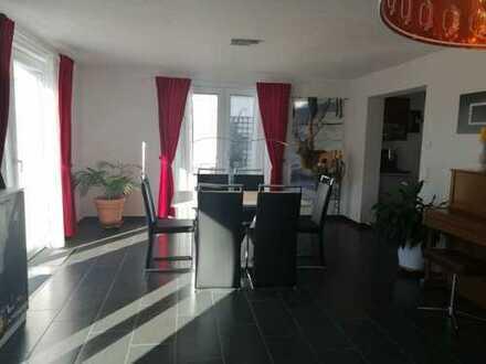 Modernes und großes Haus mit 6,5 Zimmern, am 1. September zu bleiben. Freie Küche