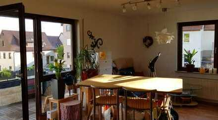 Gemütliche, helle und gepflegte 2-Zimmer-Wohnung mit Balkon und Einbauküche in Ditzingen