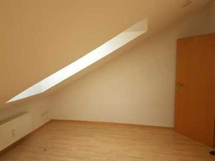 Neckarsulm-Stadt: Helles Zimmer in 3er WG