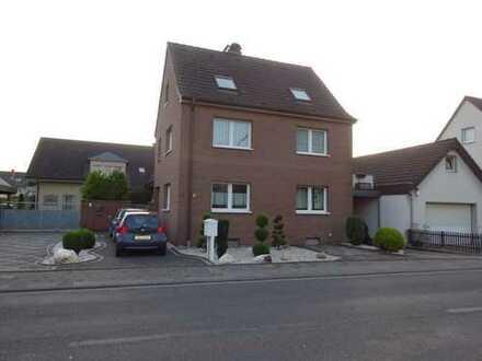Einfamilienhaus ohne Garten mit großer Dachterrasse zur Miete in Mondorf !