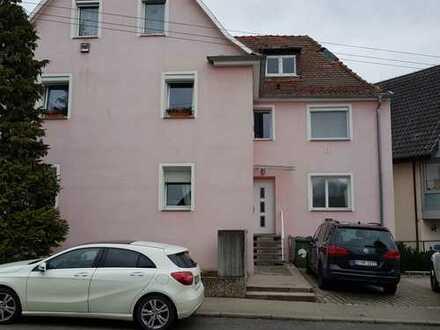 Saniertes und renoviertes 6 Familienhaus mit 5 Stellplätzen in Stuttgart-Mühlhausen