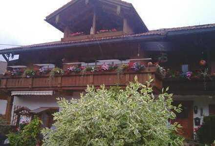 schöne Dachgeschoßwohnung mit großem Süd-Balkon, ruhige Lage