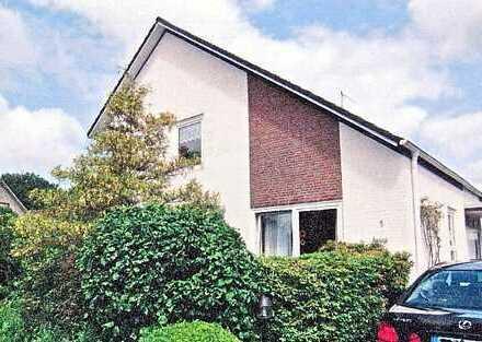 Großzügige 4-Zimmer-Erdgeschosswohnung mit Kamin, Terrasse, Garage und Garten in Leer