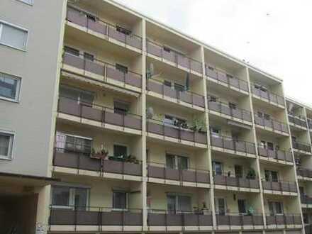 2 Zi. Wohnung ,Küche möbl, Diele, Bad/WC, Balkon, Keller