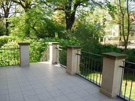 * großzügige 4,5-Zimmer-Wohnung mit großer Terrasse und Gartennutzung *