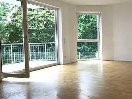 4-Zi Wohnung mit viel Tageslicht, toller Raumaufteilung,neuwertiger Einbauküche, gepflegtem Quartier