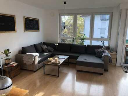 Lichtdurchflutete, gepflegte 3-Zimmer-Wohnung mit Balkon in Weissach im Tal