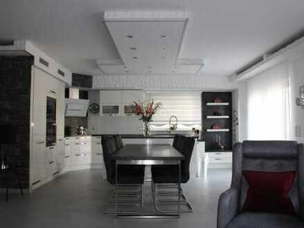 Maisonetten Wohnung (150m²) auf 2 Etagen mit Garten und großer Terrasse.