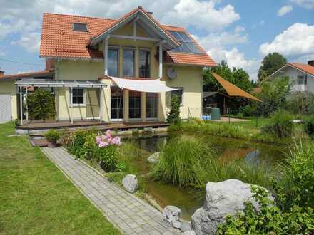 Haus am See - Doppelhaushälfte mit Schwimmteich