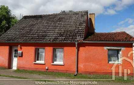 großes Baugrundstück mit Nebengebäuden, kleinem Haus in ruhiger Lage
