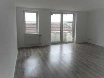 Freundliche und helle, gepflegte Zweiraum-Wohnung mit Balkon im 1.OG