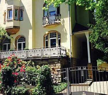 Traumhafte 2 Zimmer-Wohnung in Jugendstil-Villa im Holbeinviertel