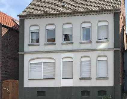Zwangsversteigerung: Zweifamilienhaus mit Potential in Zentrumsnähe!