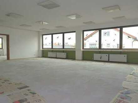 *** Licht durchflutete & renovierte Büroflächen - Bodenbelag folgt nach Mieterwunsch! ***