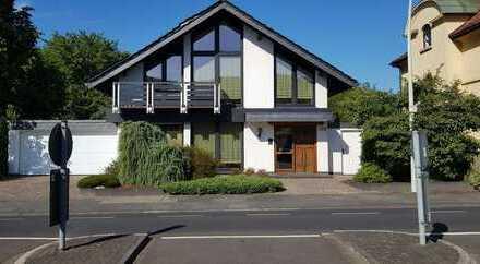 Großzügiges Einfamilienhaus mit schönem Garten in Dottendorf