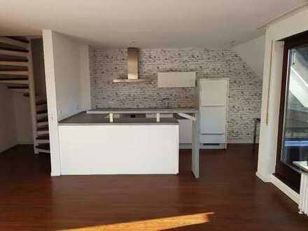 Modernisierte 3,5-Zimmer-Maisonette-Wohnung mit Balkon und Einbauküche in Stuttgart