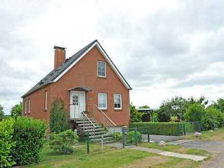 Einfamilienhaus in schöner Naturlage, mit gr. Keller, Garage, Carport, ca. 672 m² Grundstück