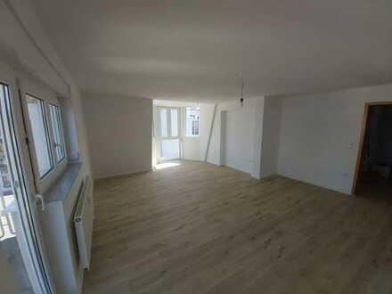 Erstbezug nach Sanierung: attraktive 4-Zimmer-DG-Wohnung mit EBK und Balkon in Haßmersheim