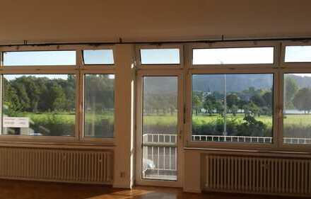 Helles und großes Apartment mit Rheinblick direkt an der Bonn International School