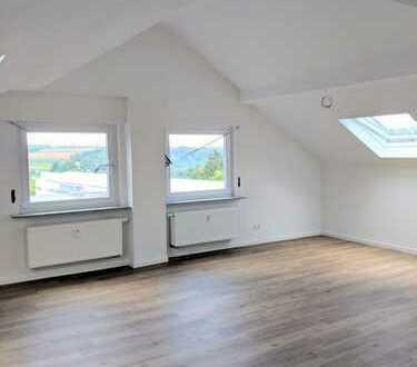 Möblierte und modernisierte 3,5-Zimmer-Dachgeschosswohnung