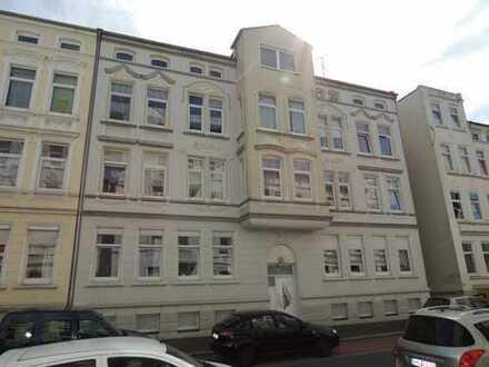 Schöne 4 ZKB mit Balkon im 2. Obergeschoss zu vermieten!
