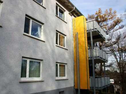 Stilvolle, modernisierte 4-Zimmer-Wohnung mit Balkon und EBK in Stuttgart