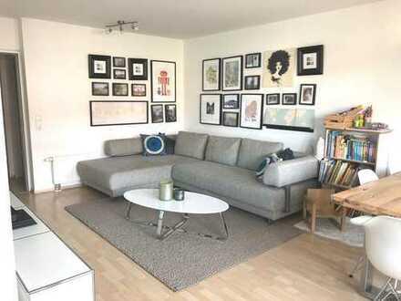 Helle, moderne 2,5-Zimmer-Wohnung mit Stellplatz