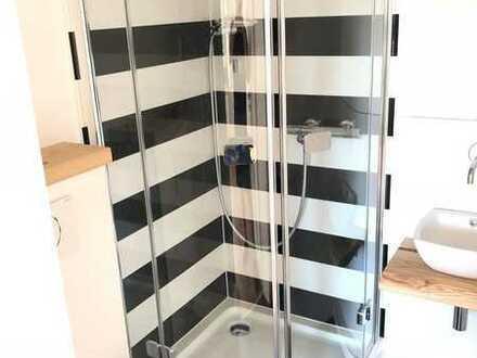 Moderne, helle, vollständig renovierte 2-Zimmer-Wohnung mit Balkon, 615€ alles inklusive!