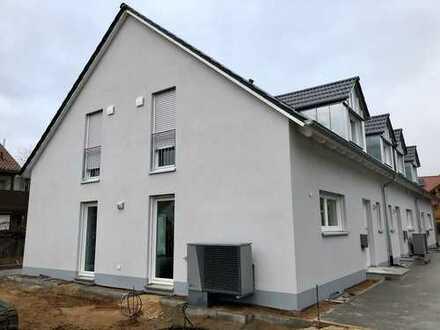 Bezugsfertiges modernes Reiheneckhaus (Niedrigstenergiestandard) in Erlangen, Eltersdorf