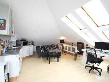 Helle 5-Zimmer-DG-Wohnung mit 2 Balkonen, Einzelgarage und Hobbyraum in München-Milbertshofen!