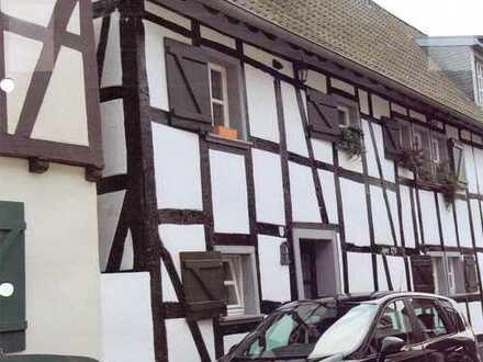 Freundliche 5-Zimmer-Wohnung mit Einbauküche in Bonn-Vilich