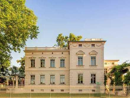 Büroräume mit Panorma Glasdach in Denkmalgeschützter Villa