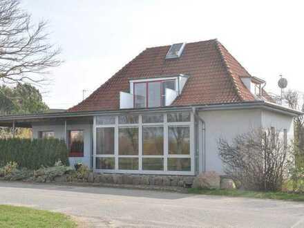 Einfamilienhaus mit Einliegerwohnung und Gewerbeeinheit am Rande des Naturparks von Gützkow