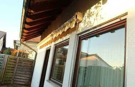 die Alternative zum Haus, Wohnen auf 2 Ebenen in Gärtringen mit neuer EBK und 2 Garagen