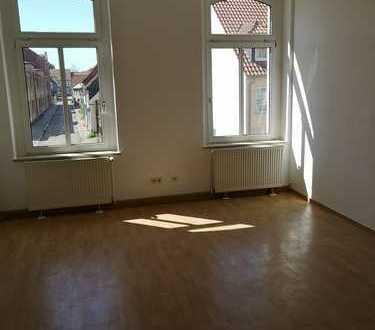 3-Raumwohnung mit Balkon, Laminat, Bad mit Fenster uvm.