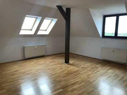 Sellerhausen* tolle großzügige 2 Raum-DG-Whg* Wannenbad* SP* grüner Hof