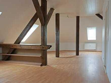 Helle 3-Zimmer im Dachgeschoss mit Einbauküche