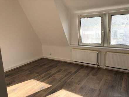 Erstbezug nach vollständiger Renovierung mit neuer Einbauküche.