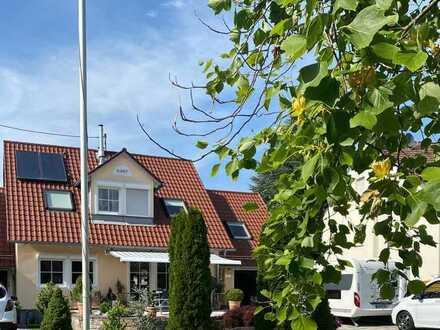 Gepflegtes, helles und vollständig renoviertes Haus mit 6 Zimmern und EBK ( zur Ablöse) in Kissing