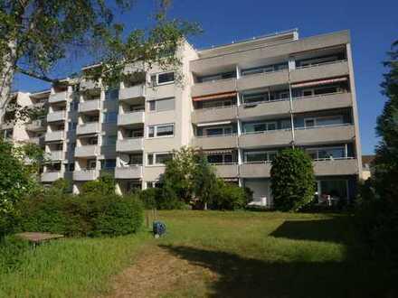 Stilvolle, sanierte 2-Zimmer-Wohnung mit Balkon und EBK in Fürth / Dambach