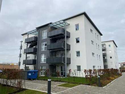 Neuwertige Wohnung mit drei Zimmern sowie Balkon und Einbauküche in Mühldorf am Inn
