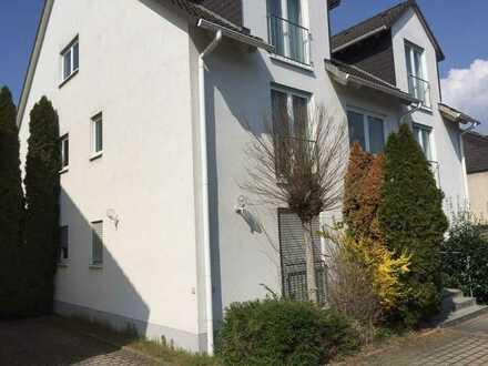 Schöne 2-Zimmer-Wohnung mit Terrasse/Garten in Hochheimer Feldrandlage