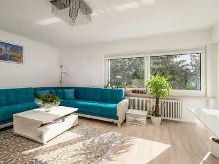Helle und sonnige drei Zimmer Wohnung mit zwei Balkonen in ruhiger Lage zu verkaufen.