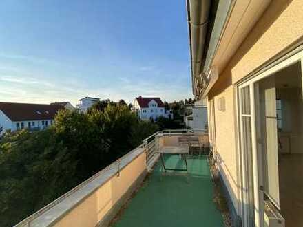 Stilvolle, gepflegte 2-Zimmer-Penthouse-Wohnung mit Balkon und EBK in Biberach